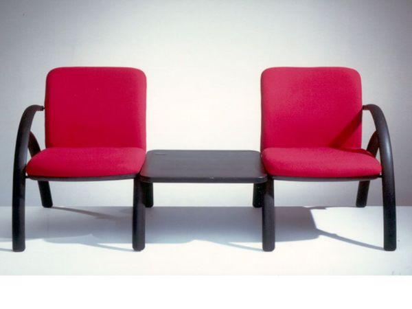 ספסל גודו דו עם שולחן באמצע